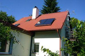 Solární systém na střeše rekreačního objektu